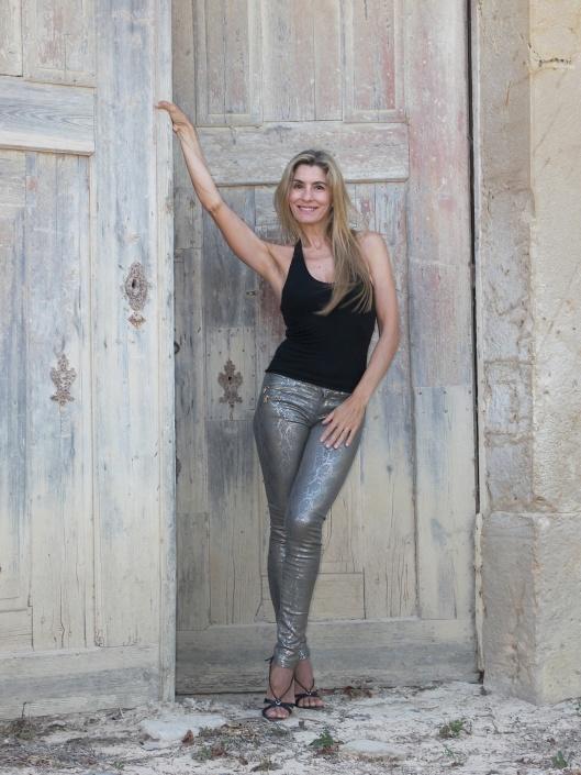 Mila_Ferreira_Porta2